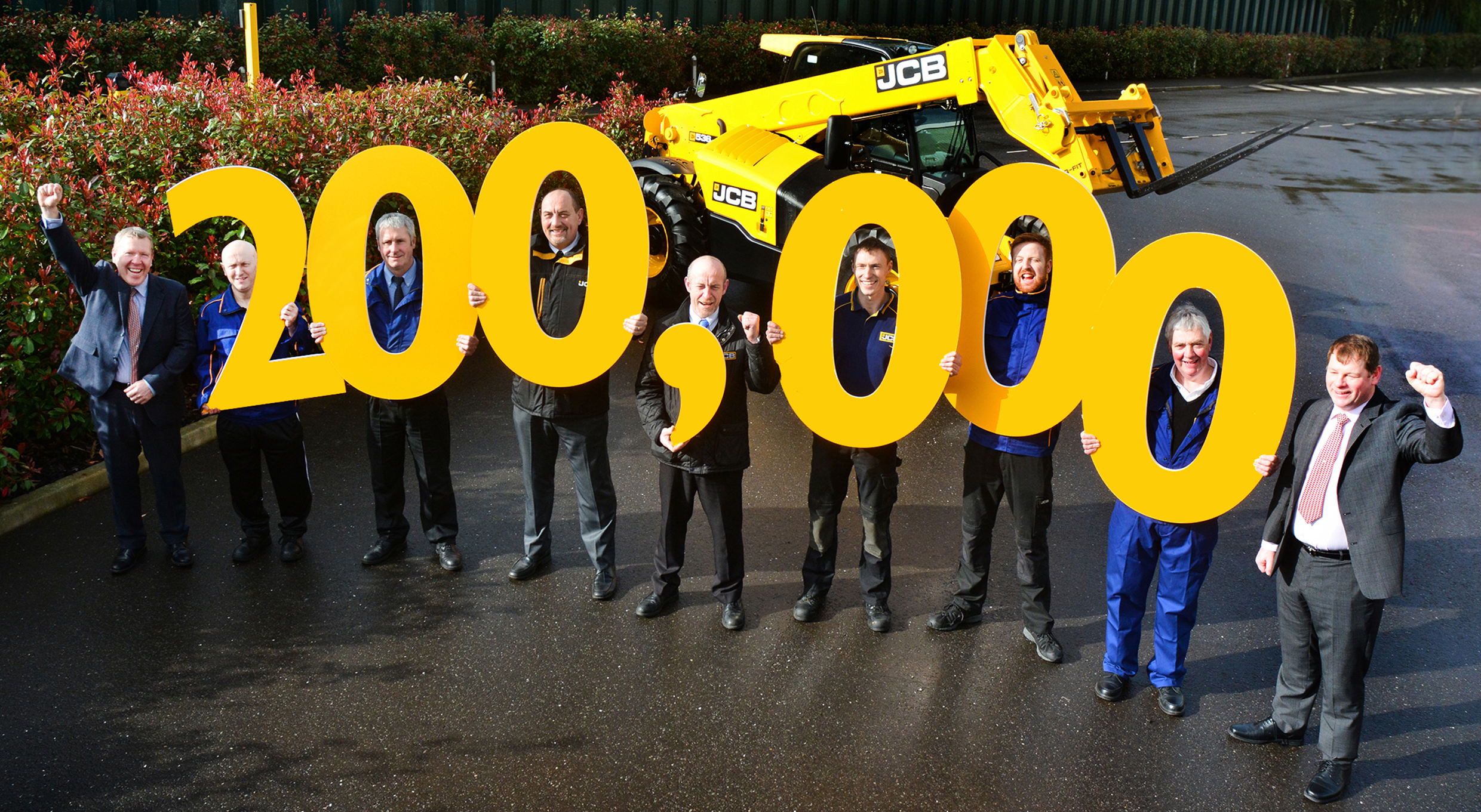 Loadall MD Ian Pratt (extreme left) and Loadall Operations Director Paul Grys (extreme right) join employees (l-r) Ian Vickery, Cliff Ferrie, Mick Smith, Dave Bailey, Nick Miller, Paul Stockley and Richard Jenkinson in celebrating the 200,000th Loadall milestone.