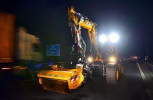 JCB POTHOLE FIXER PROVES ITS WORTH ON M6 FAST LANE NIGHT SHIFT